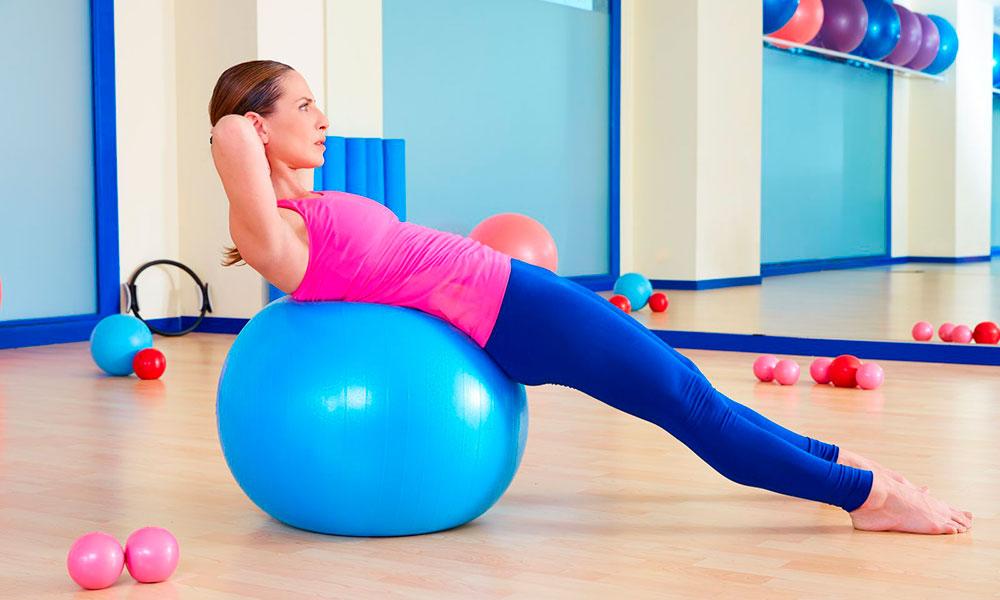 Лучшие пилатес-упражнения с мячом