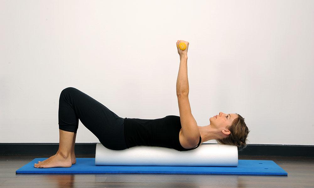 Упражнения с фитнес роллом